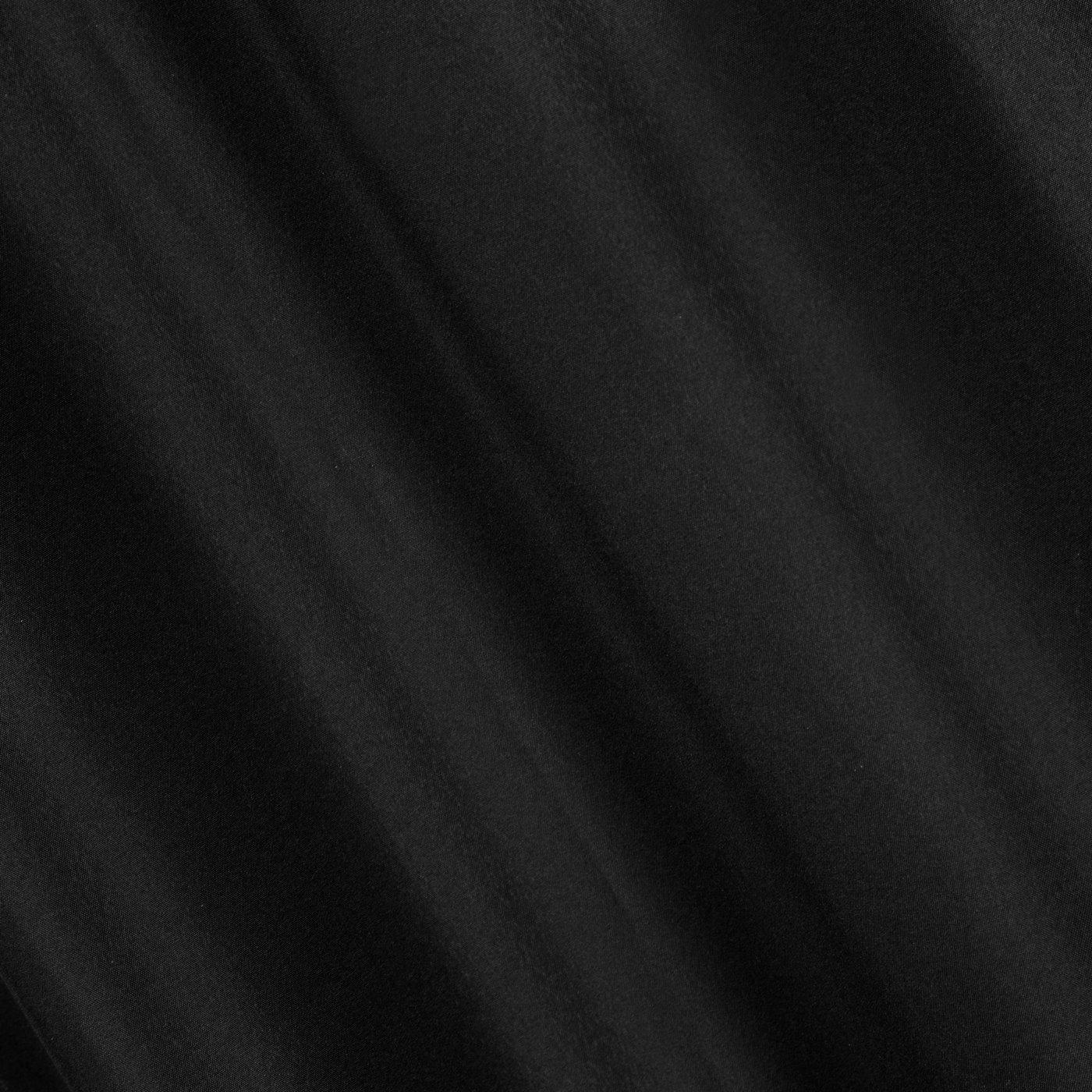 Czarna gładka zasłona z matowej satyny 140x250 przelotki