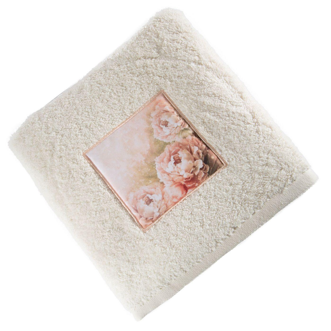 Ręcznik zdobiony wstawką z peoniami kremowy 50x90cm