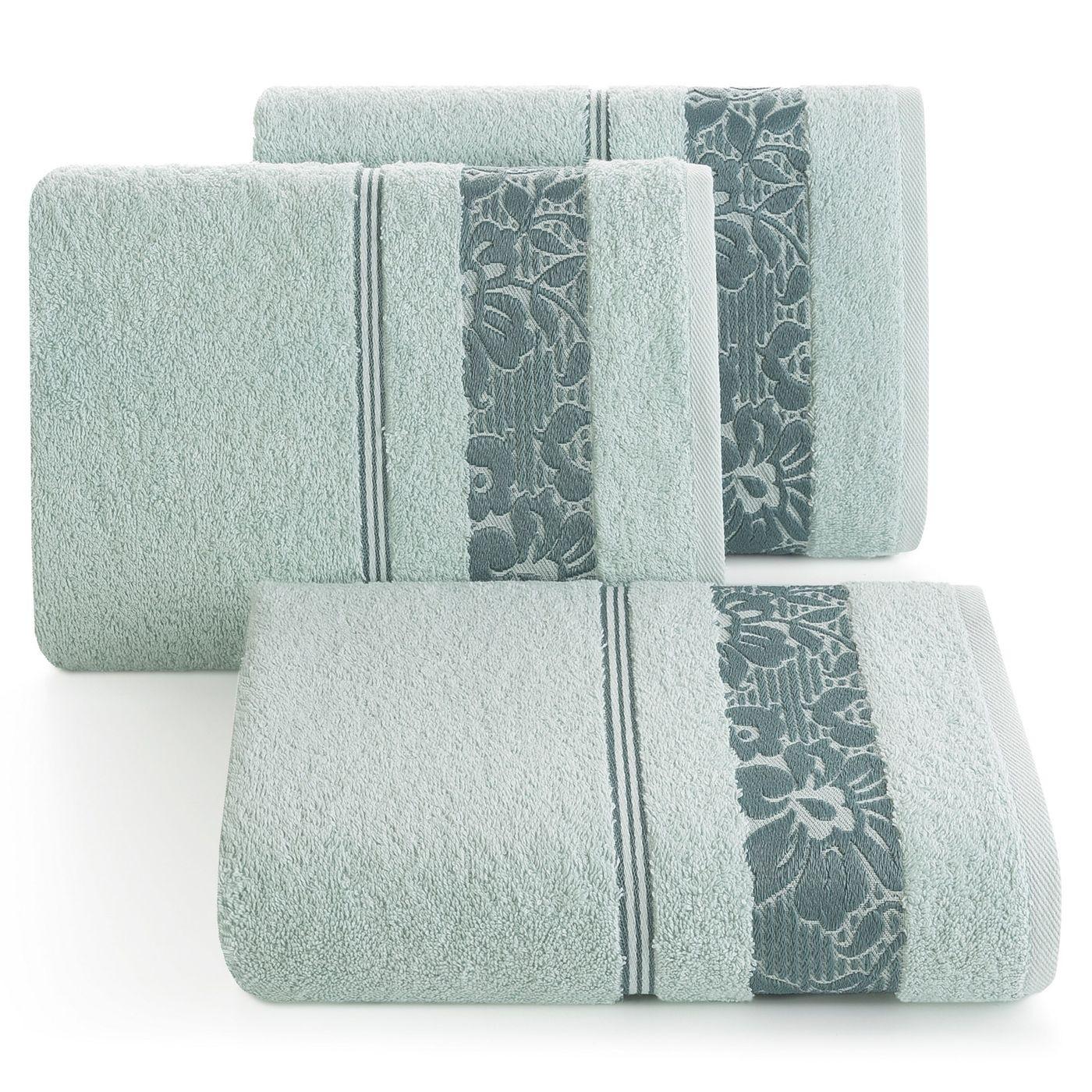 Ręcznik z bawełny z kwiatowym wzorem na bordiurze 50x90cm błękitny