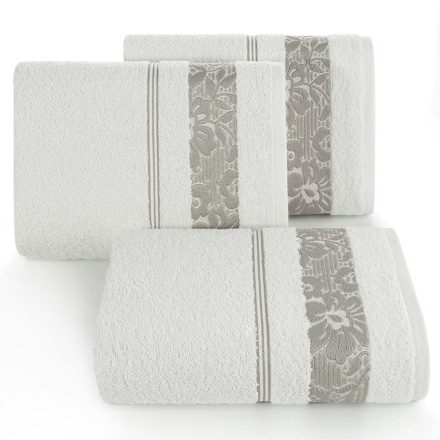 Ręcznik z bawełny z kwiatowym wzorem na bordiurze 70x140cm kremowy+beżowy