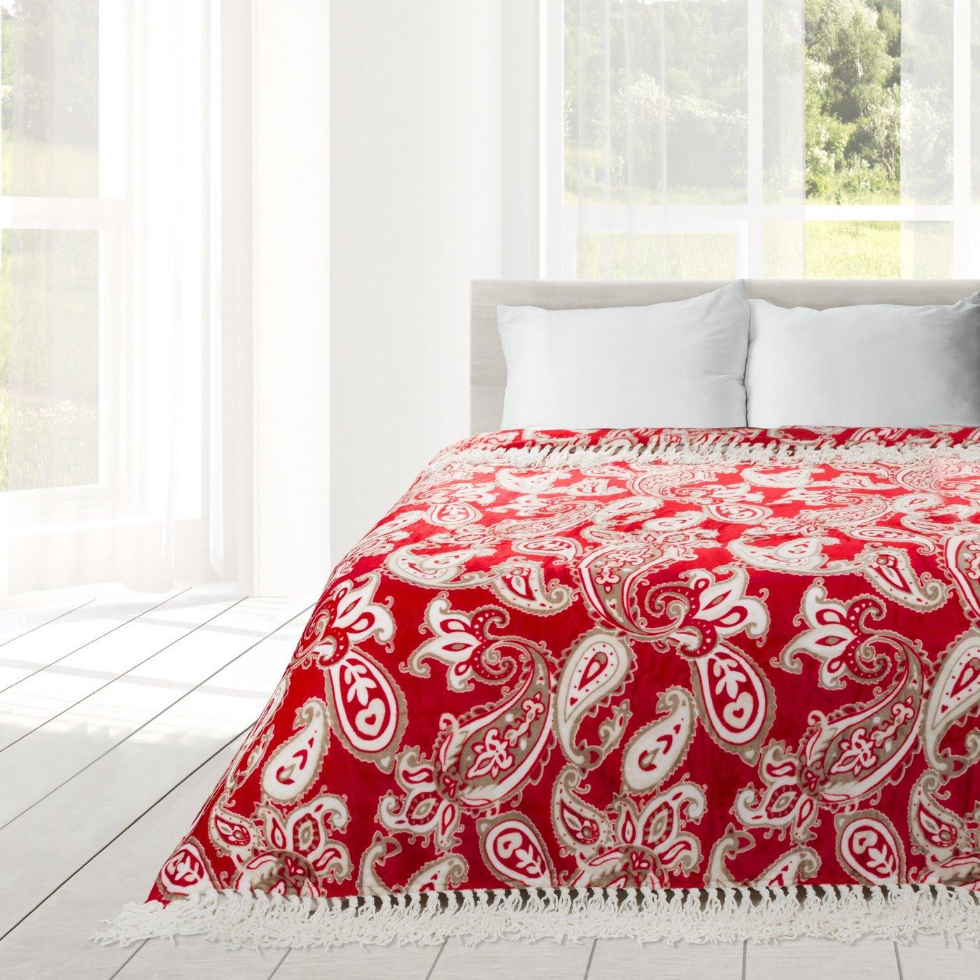 Czerwony koc z pięknym wzorem 150x200