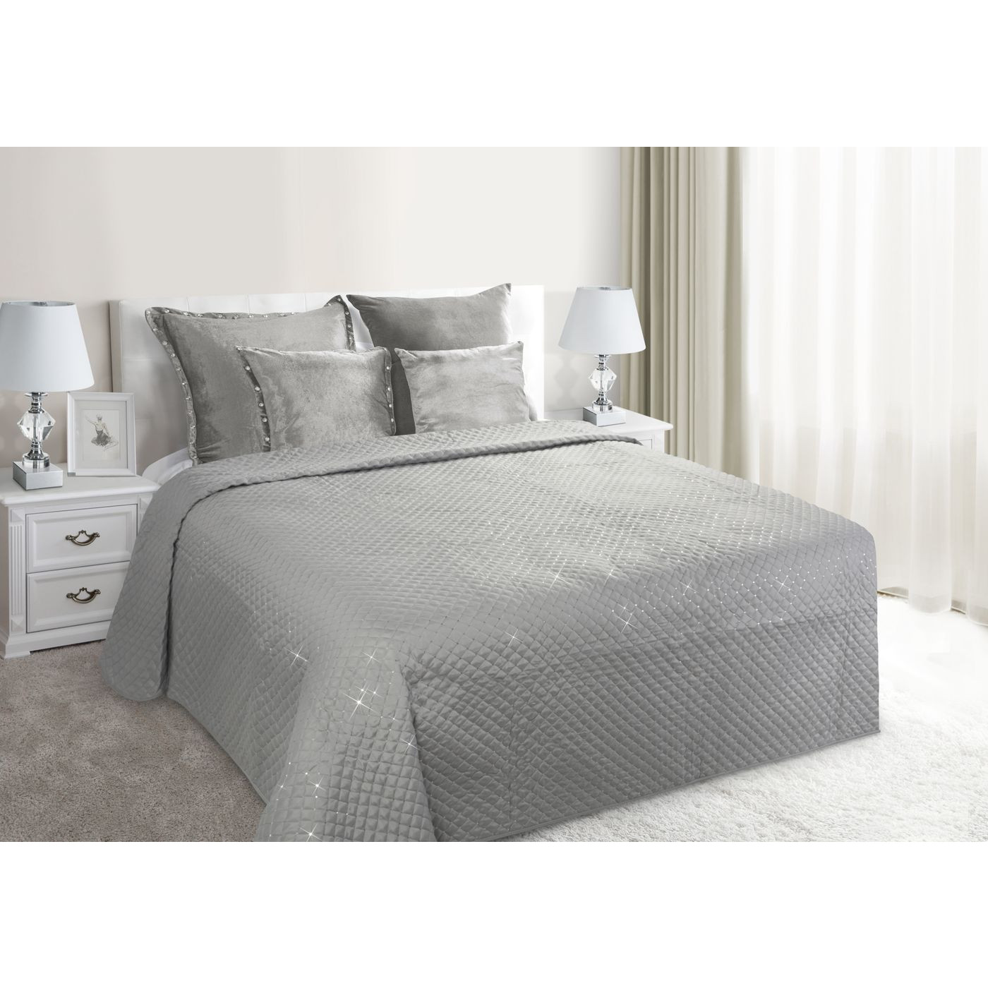 Narzuta na łóżko miękka zdobiona cekinami 170x210 cm srebrna