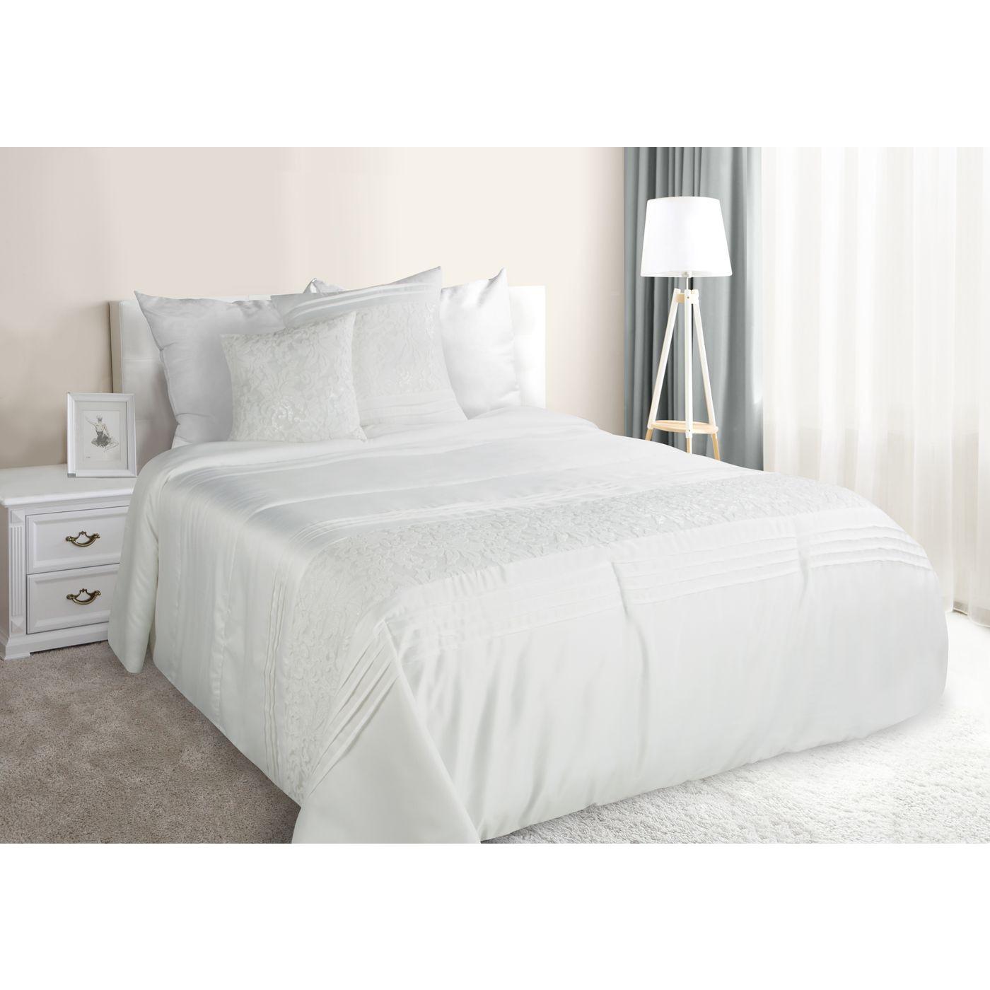 Narzuta na łóżko satynowa kwiatowy ornament 220x240 cm kremowa