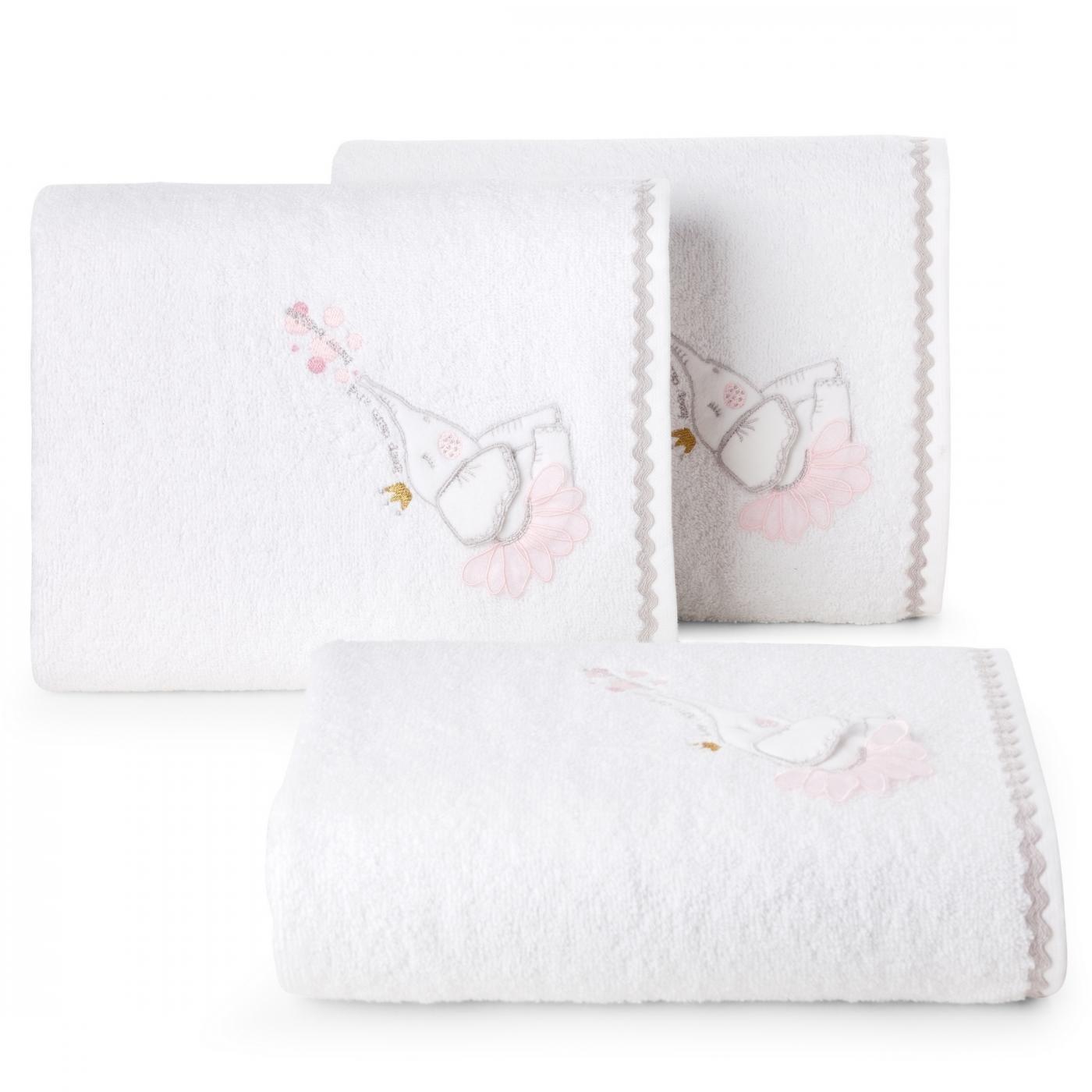 Ręcznik dziecięcy z trójwymiarową aplikacją ze słonikiem 50x90cm