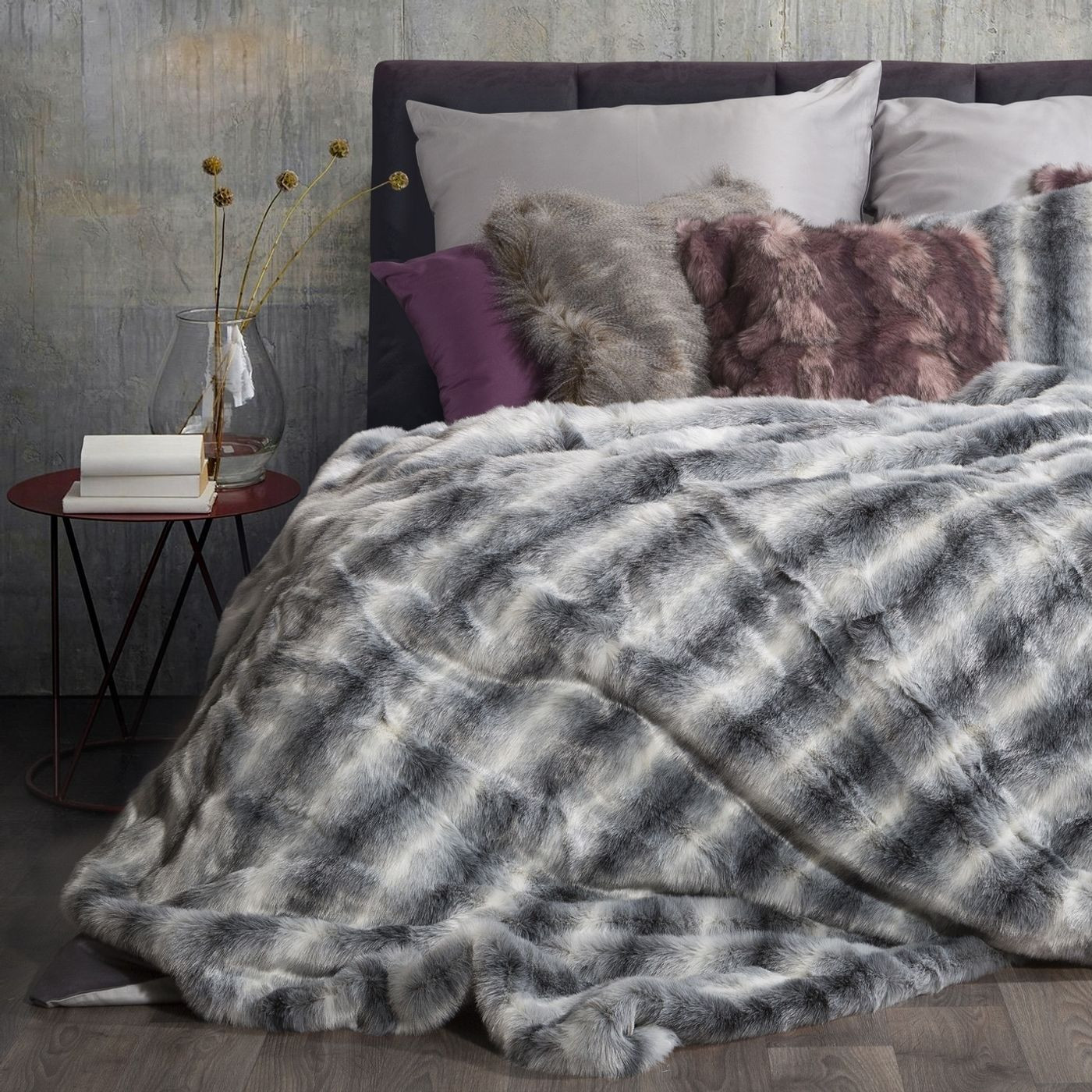 Narzuta na łóżko miękkie futerko pasy 150x180 cm stalowy