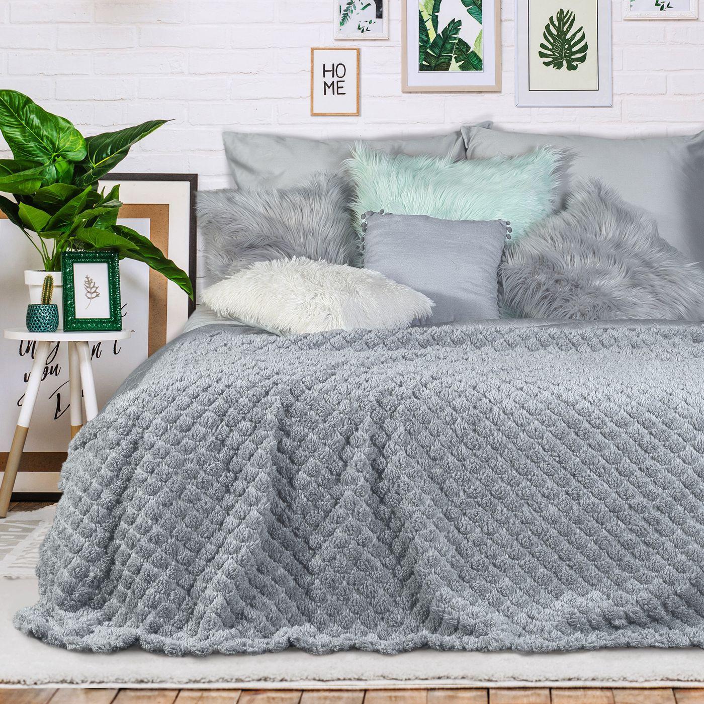 Narzuta na łóżko futerko 200x220 cm srebrna