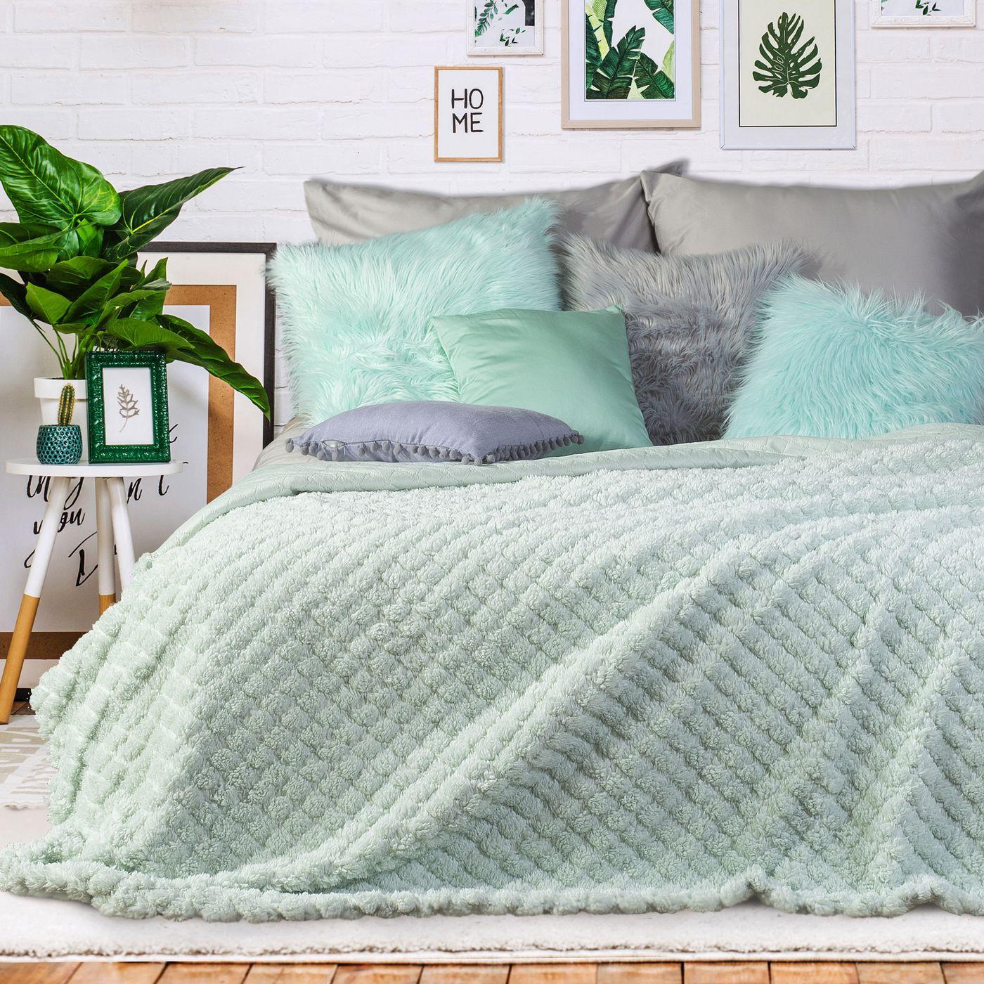 Narzuta na łóżko futerko 200x220 cm miętowa