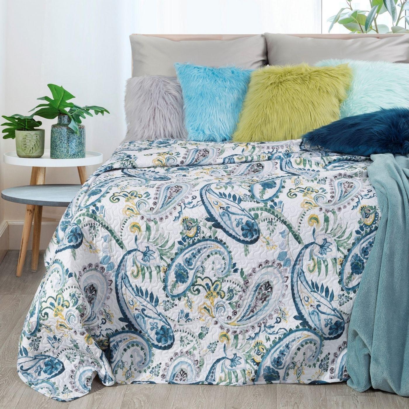 Narzuta na łóżko pikowana hotpress motyw roślinny 170x210 cm biało-niebiska