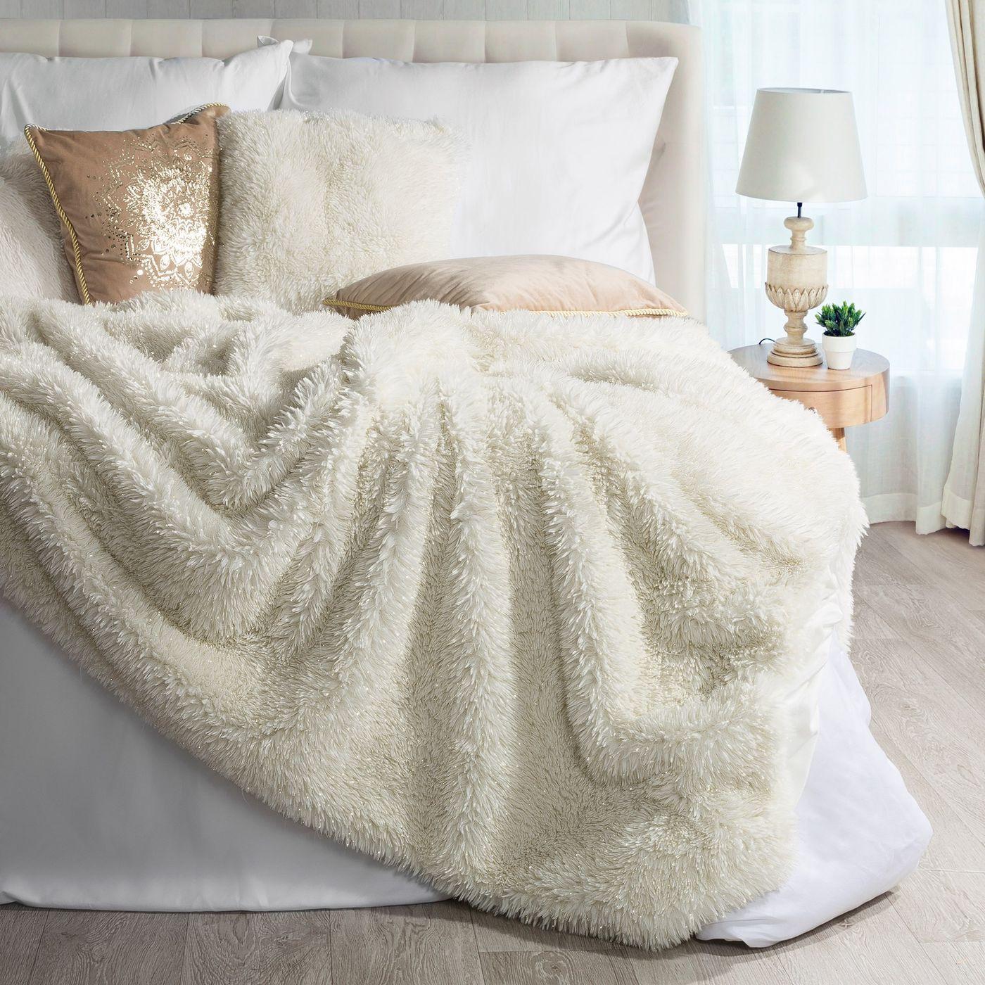 Narzuta na łóżko puszyste futerko 150x200 cm kremowa