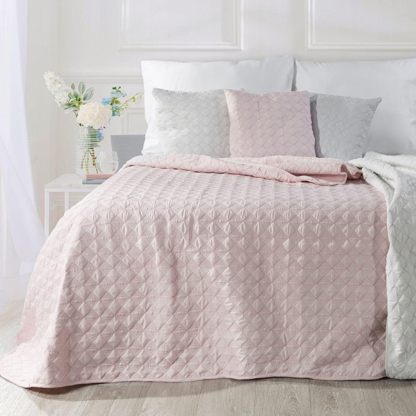 Narzuta na łóżko pikowana srebrna nić 170x210 cm różowa