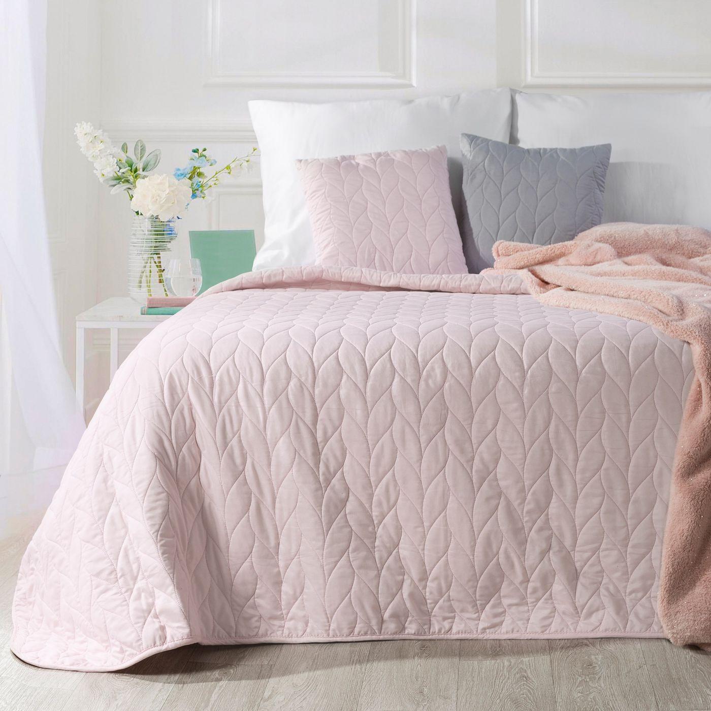 Narzuta na łóżko pikowana warkocz 200x220 cm różowa