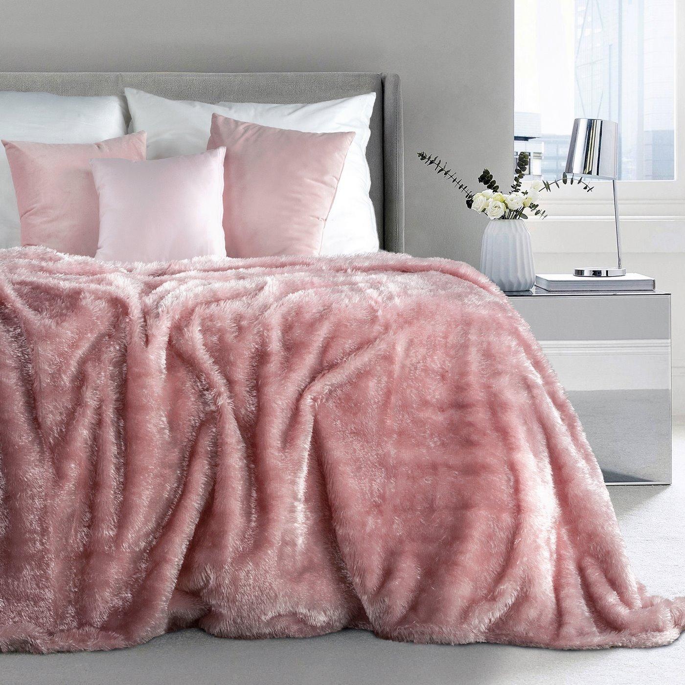 Futerkowy miękki koc pudrowy różowy z długim włosiem 150x200