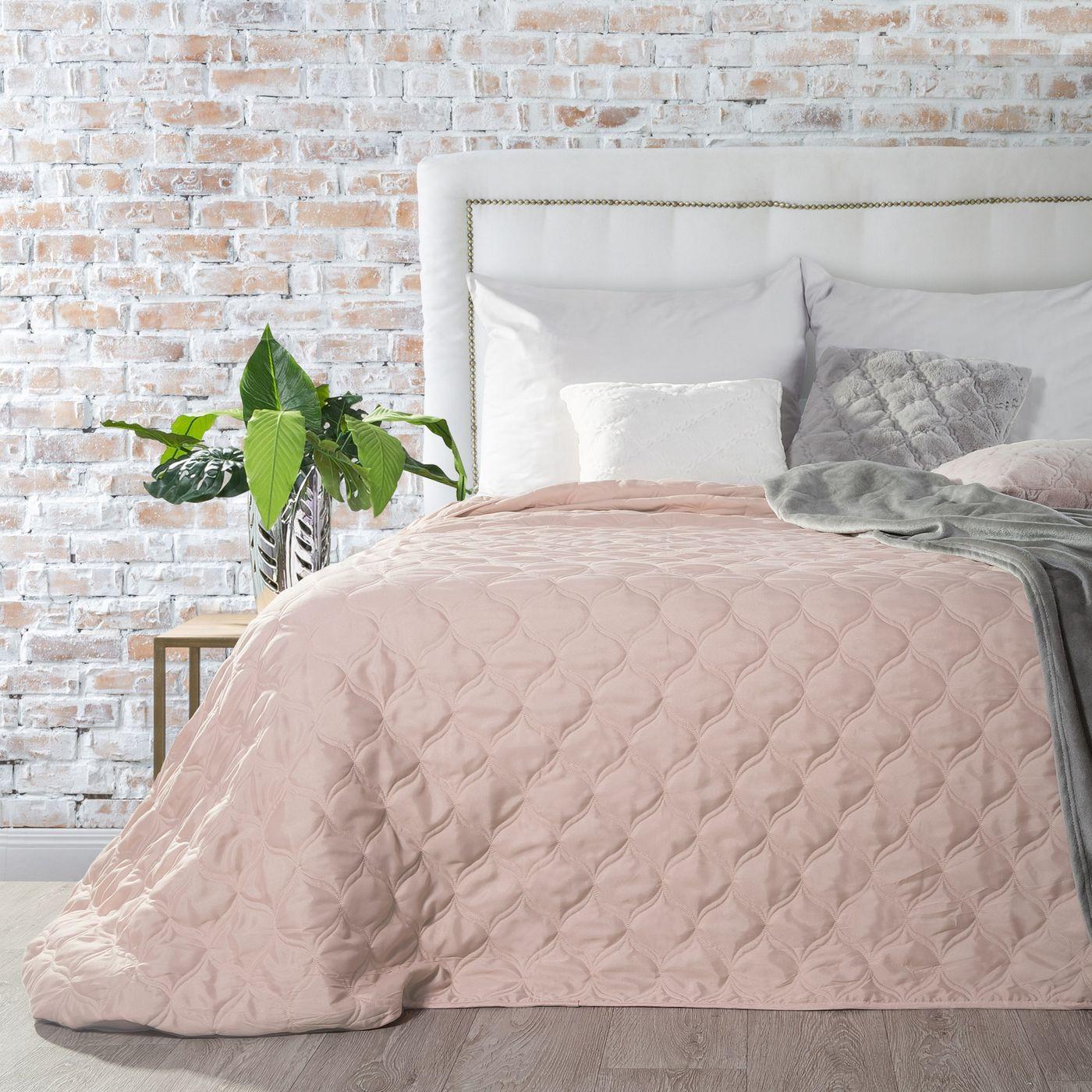 Narzuta na łóżko przeszywana 170x210 cm różowa