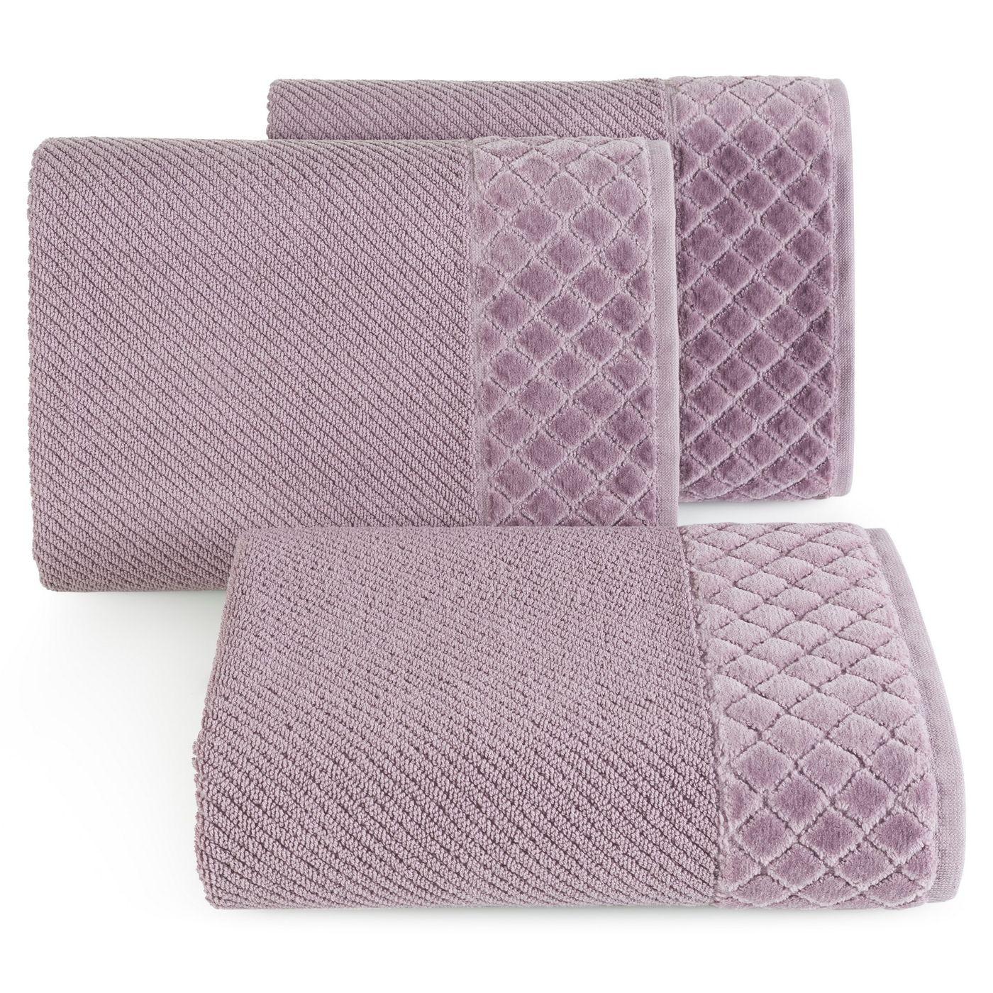 Ręcznik z bawełny z miękką bordiurą w kosteczkę 70x140cm ciemnoróżowy