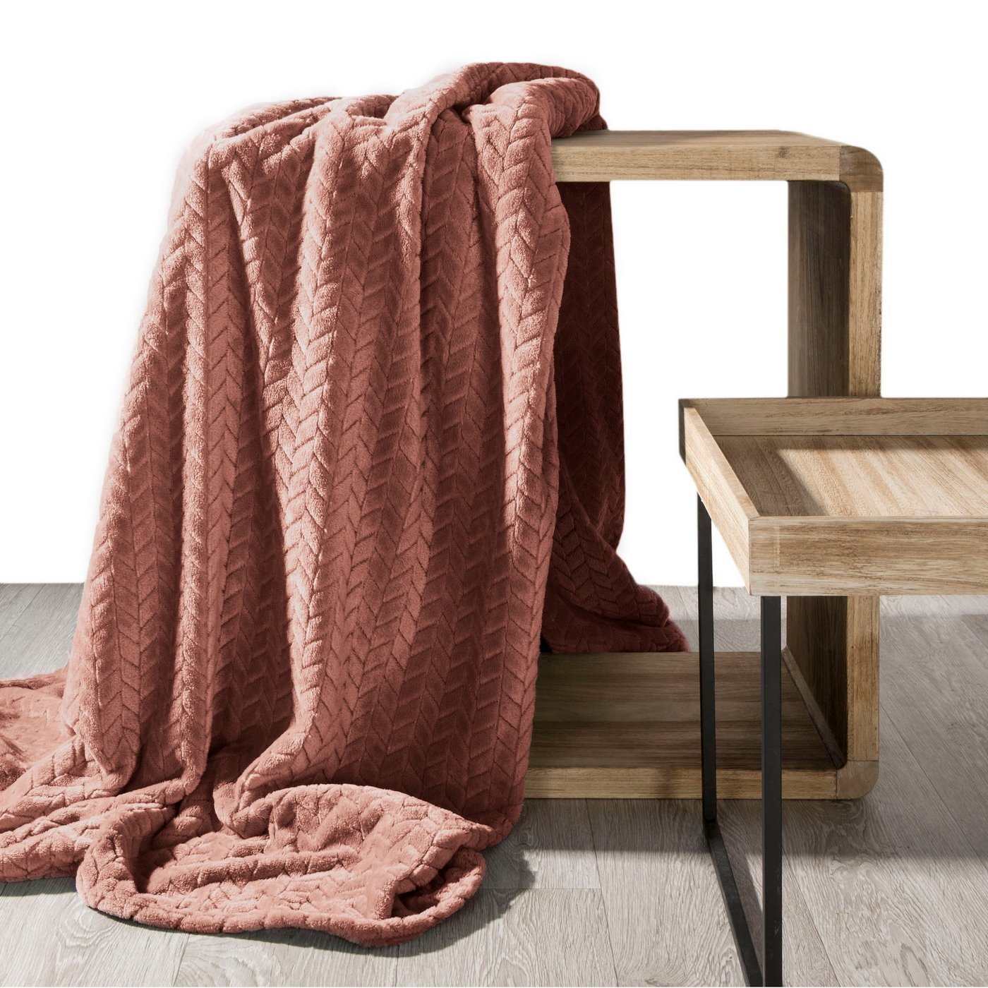 Koc miękki i miły w dotyku na fotel z efektem 3D pudrowy 70x160cm