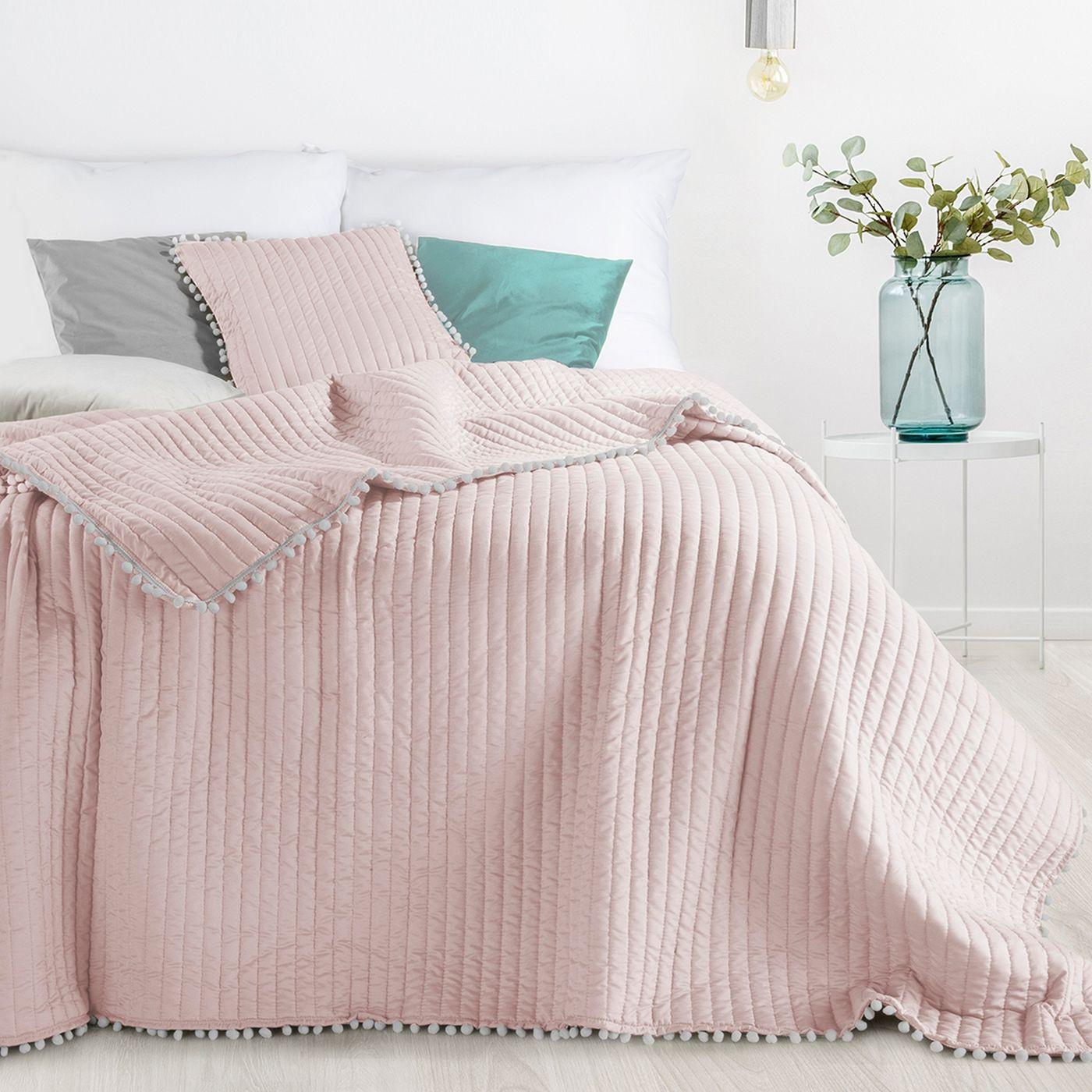 Narzuta na łóżko pikowana pomponiki 220x240 cm różowa