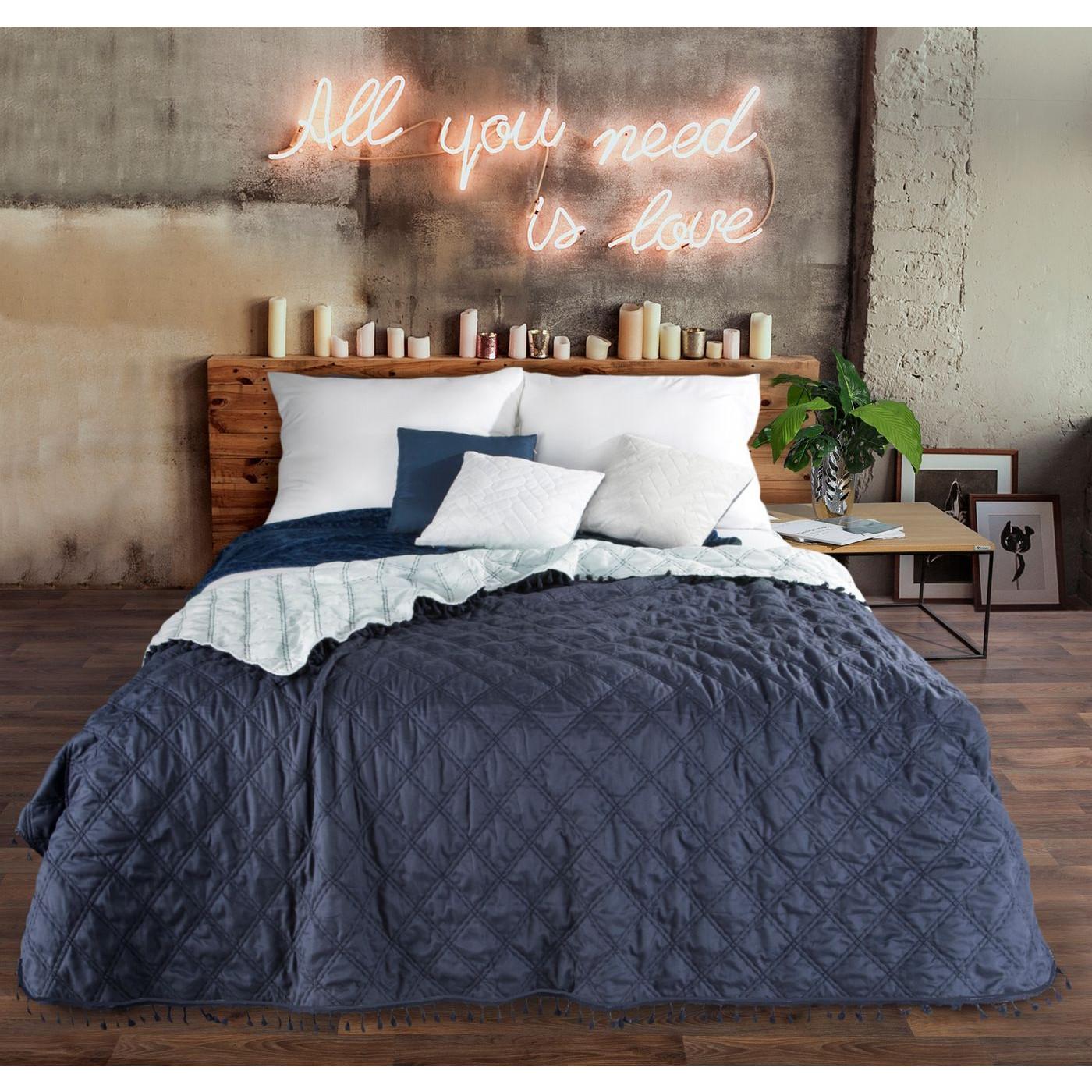 Narzuta na łóżko przeszywana dwustronna 220x240 cm granatowo-błękitna