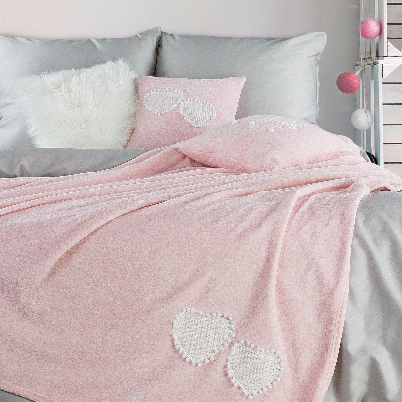 Uroczy KOC Z APLIKACJĄ serduszka i pompony różowy 150x200 cm