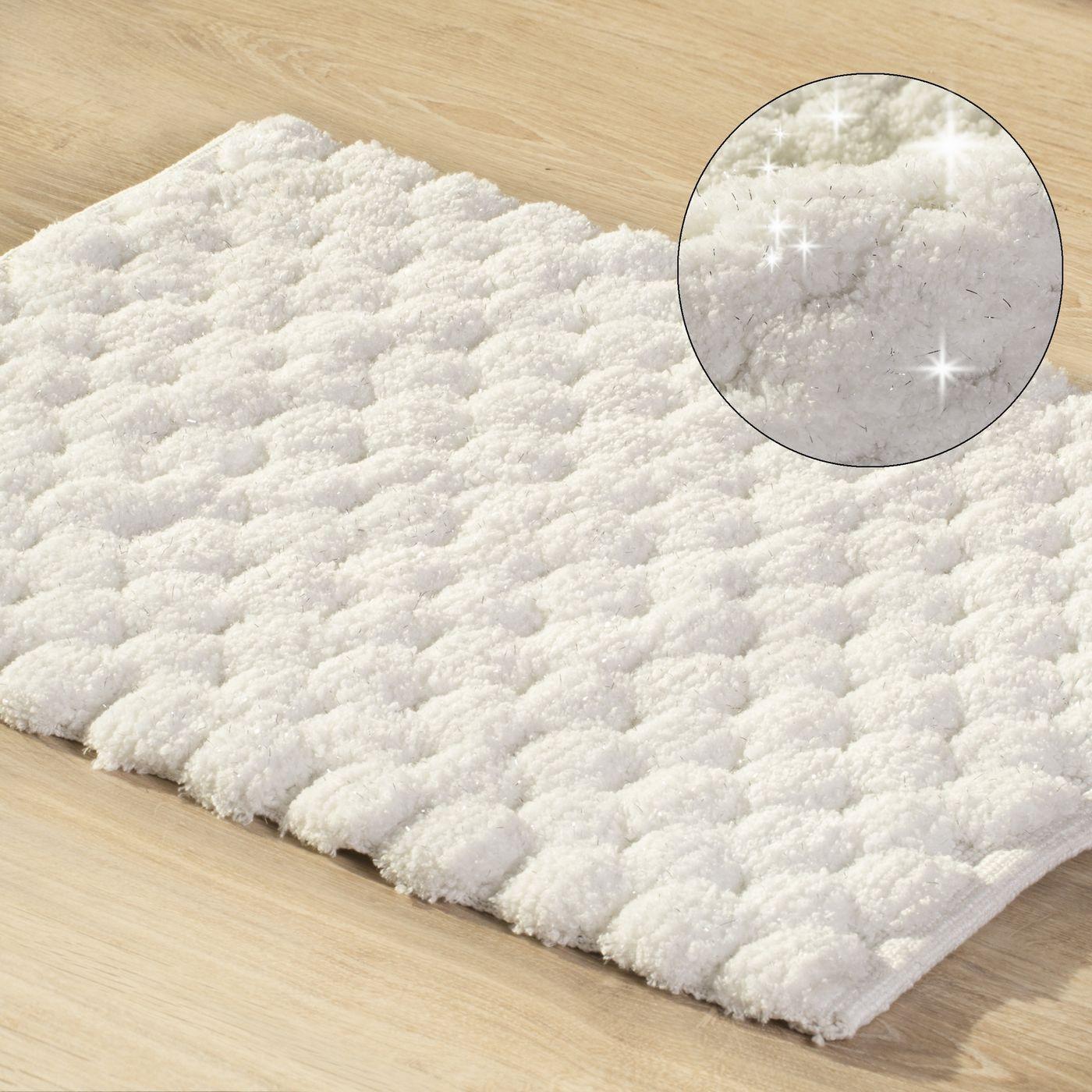 Biały dywanik łazienkowy tłoczony ze srebrną nicią 60x90 cm