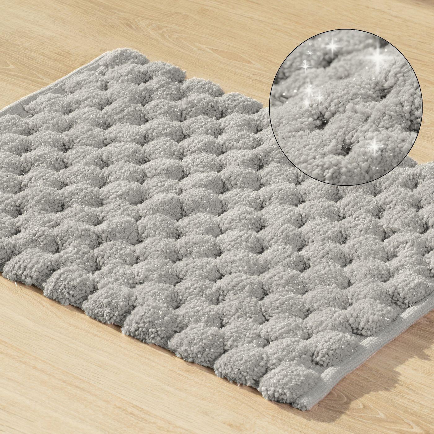 Srebrny dywanik łazienkowy tłoczony ze srebrną nicią 60x90 cm