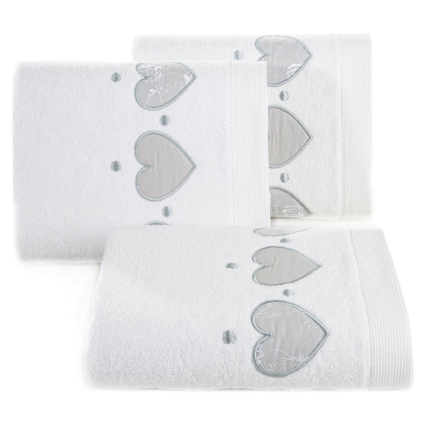 Miękki chłonny ręcznik kąpielowy biały z serduszkami 70x140