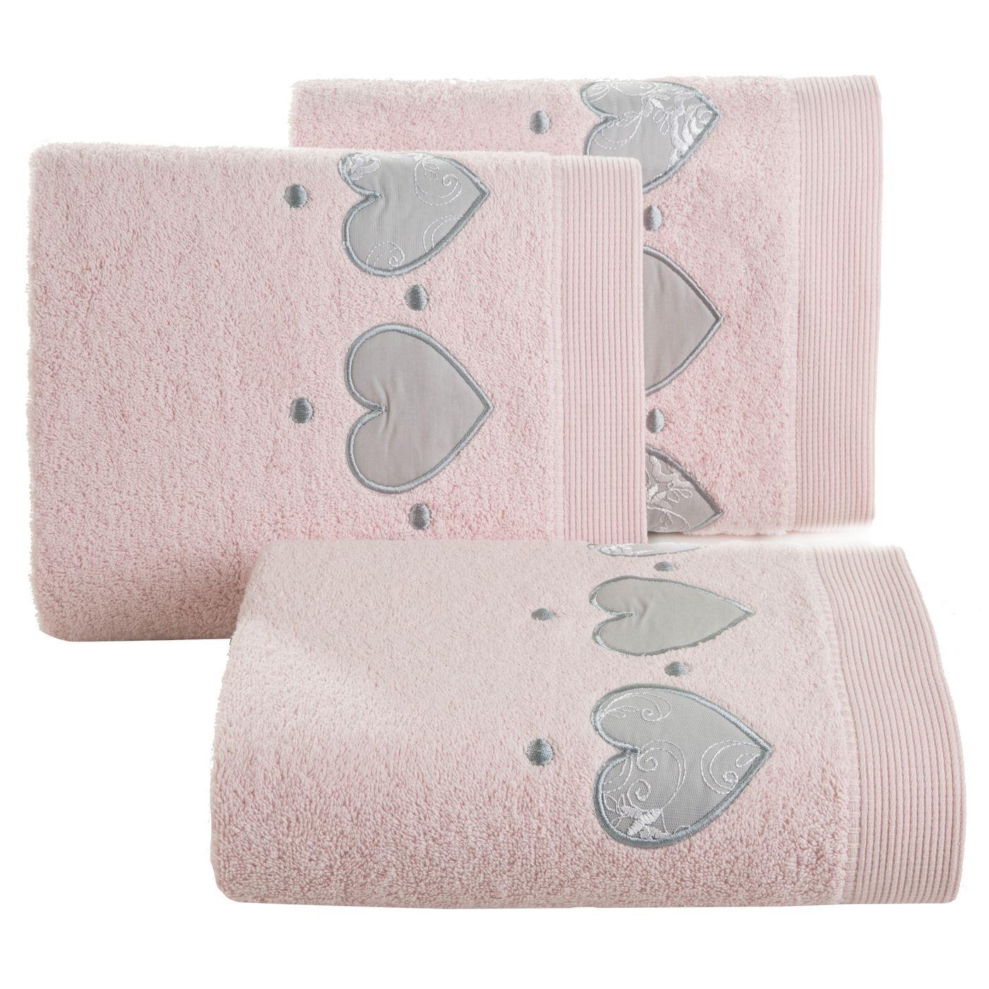 Miękki chłonny ręcznik kąpielowy pudrowy z serduszkami 50x90