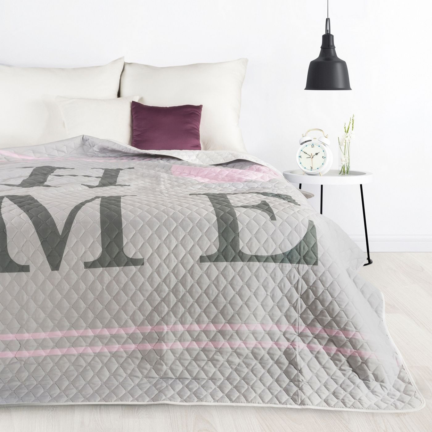Pikowana narzuta srebrno-różowa z nadrukiem 200x220 cm