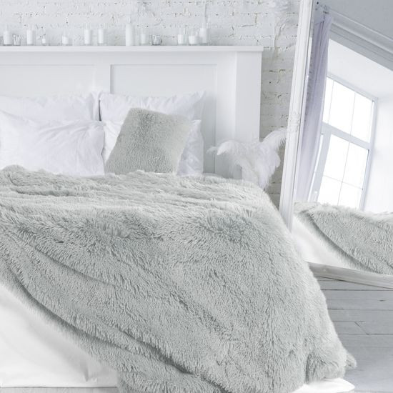 Srebrna NARZUTA FUTERKOWA na łóżko wersalkę 170x210 cm - 170 X 210 CM