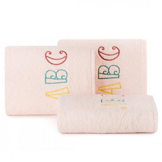 Ręcznik dziecięcy z haftowaną aplikacją z literkami 50x90cm - 50 X 90 cm - różowy