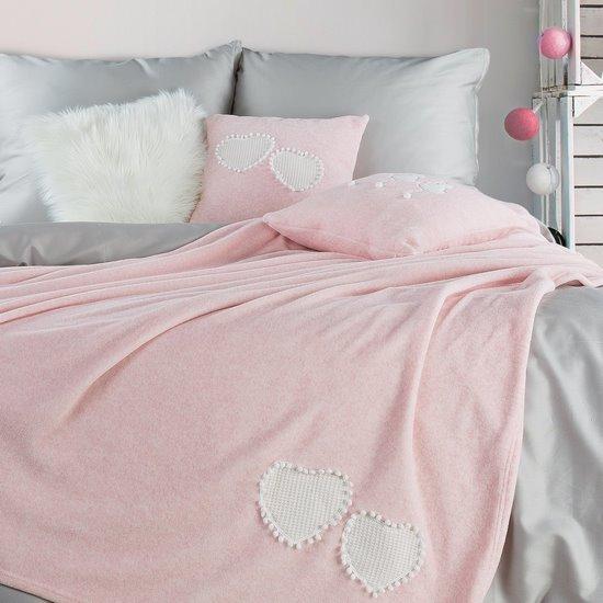 Uroczy KOC Z APLIKACJĄ serduszka i pompony różowy 150x200 cm - 150x200 - Różowy