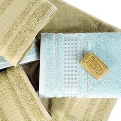 Ręcznik z haftowaną bordiurą w kosteczki błękitny 50x90 cm - 50 X 90 cm - niebieski 10
