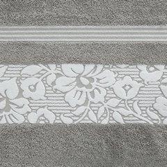 Ręcznik z bawełny z kwiatowym wzorem na bordiurze 70x140 jasnoszary - 70 X 140 cm - stalowy 8