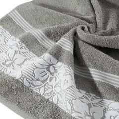 Ręcznik z bawełny z kwiatowym wzorem na bordiurze 70x140 jasnoszary - 70 X 140 cm - stalowy 5