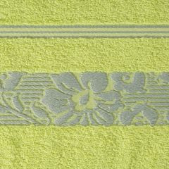 Ręcznik z bawełny z kwiatowym wzorem na bordiurze 70x140cm limonkowy - 70 X 140 cm - zielony 9