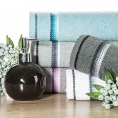 Ręcznik z tęczowym haftem na bordiurze 70x140cm - 70 X 140 cm - różowy 3
