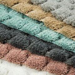 Miętowy dywanik łazienkowy tłoczony ze srebrną nicią 60x90 cm - 60 X 90 cm - różowy 4