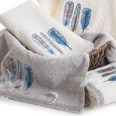 Haftowany ręcznik kąpielowy z motywem piór srebrny 70x140 cm - 70 X 140 cm - srebrny 5